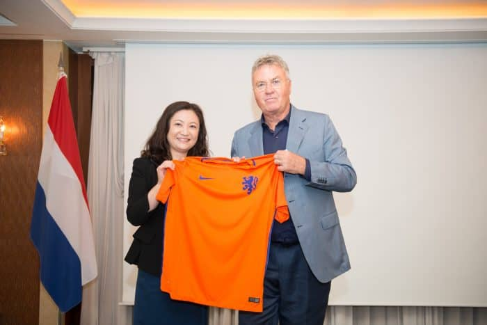 Guus Hiddink also officiated over an exciting Lucky Draw where four participants received an official Dutch soccer shirt.