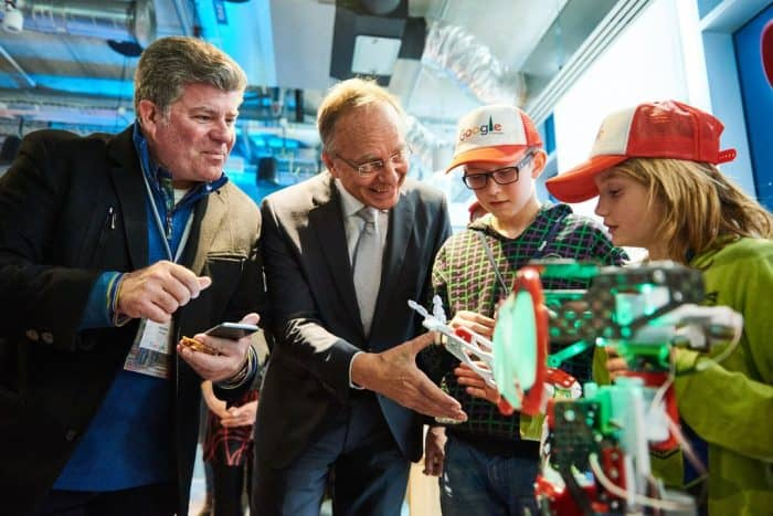 Google's Joe Kava and Dutch Economic Affairs Minister Kamp join up with local students at the Eemshaven data center opening.