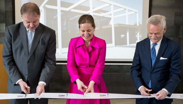 The symbolic ribbon cutting was carried out by TZMO SA CEO Jarosław Józefowicz, Alderman Jan Hoskam and Joanna van Hooft.