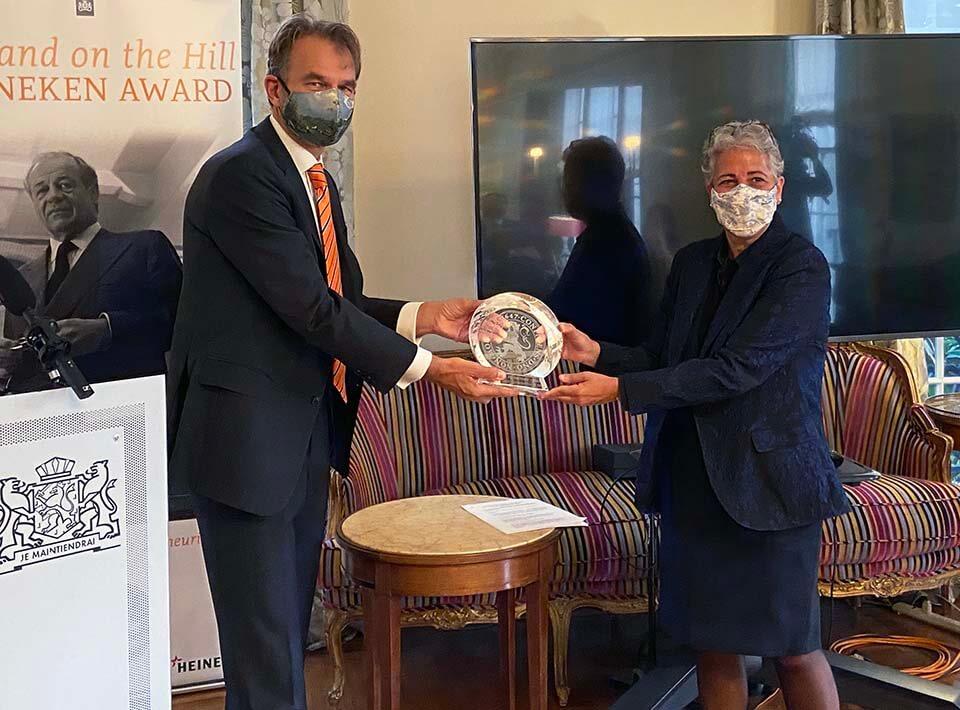 Dutch Ambassador Andre Haspels presents IBM with Holland on the Hill Heineken Award